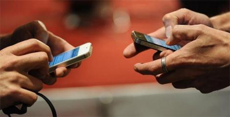 Studiu: Aplicatiile de chat au inlocuit convorbirile telefonice